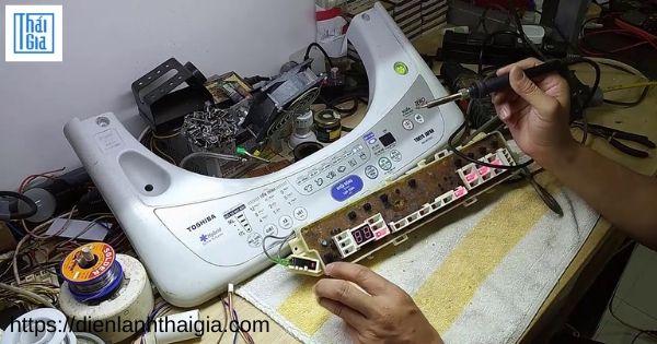 máy giặt toshiba báo lỗi EB