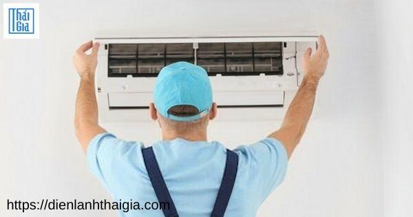 máy lạnh kêu tạch tạch