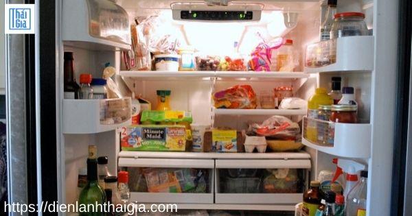 quên không đóng cửa tủ lạnh