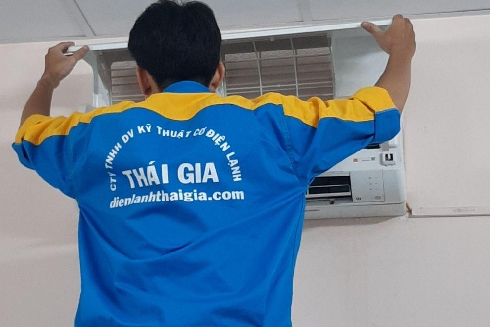thợ vệ sinh máy lạnh